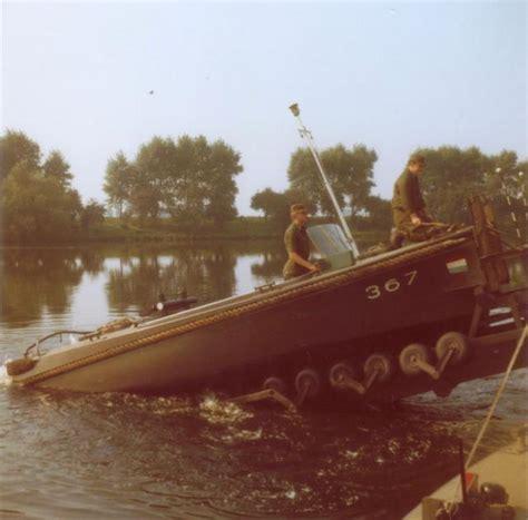 rubberboot met motor den bosch vaaropleiding bij de vaar en duikersschool in crevecour