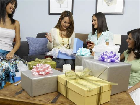 Wedding Gift Opening Etiquette by Wedding Showers 101 Etiquette And Planning Checklist Diy