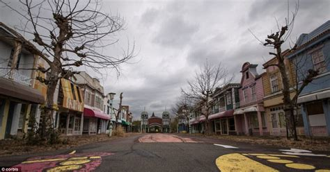america towns when the fun stops inside the scores of abandoned theme parks across america daily mail online