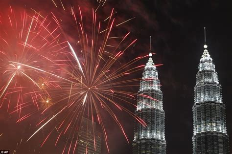 new year 2015 in malaysia new year s balloons in tokyo after sydney s firework