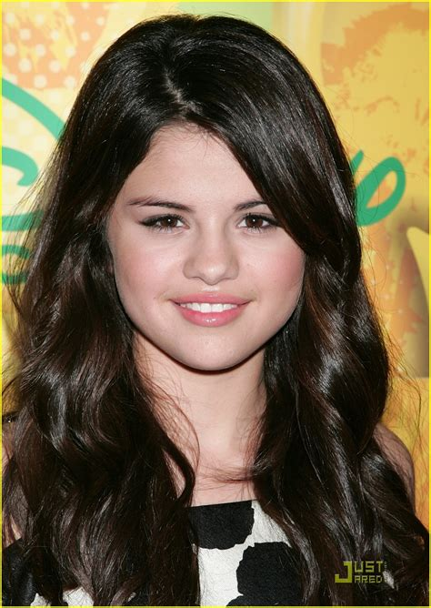 biography selena gomez selena gomez biography pictures and biography