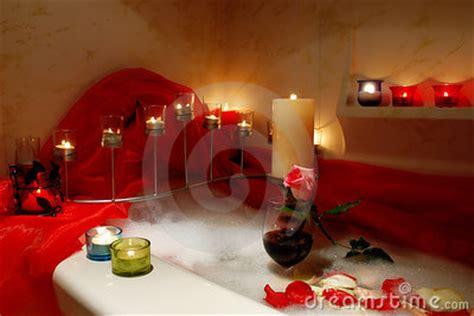 sorprese con candele bagno romantico immagini stock immagine 1856644
