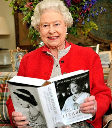 biography queen mother elizabeth holding the book quot queen elizabeth the queen mother