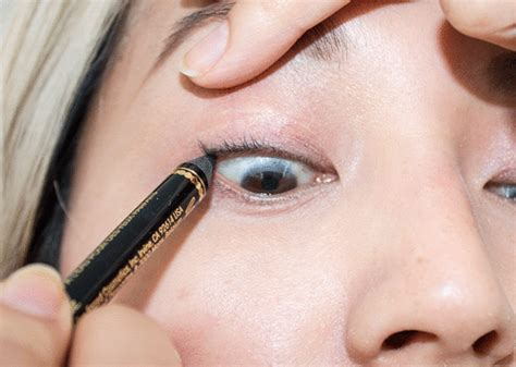 tutorial eyeliner tightline gif tutorial how to tightline without blinding yourself