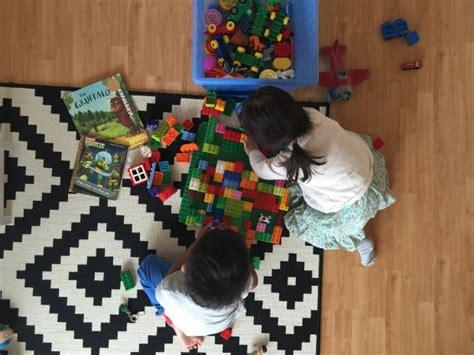 Mainan Pretend Play Peralatan Dokter Anak Dengan Wadah Mainan Kado mainan favorit untuk di dalam rumah the