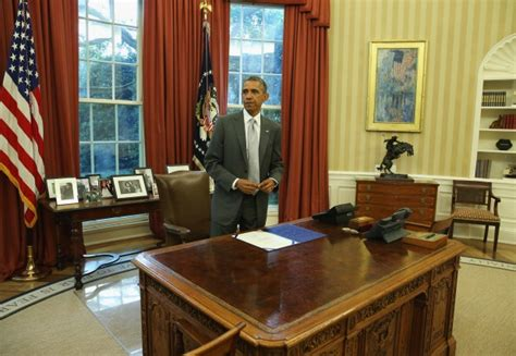 president obama oval office trump or obama who decorated the oval office better