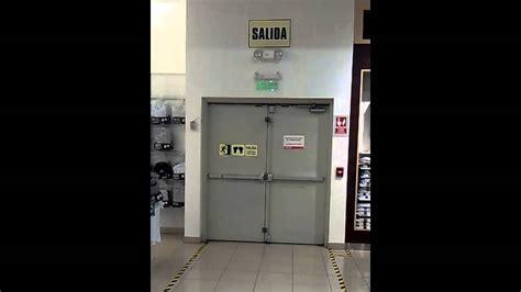 puertas de cochera 978267774 puertas de emergencia barras antipanico
