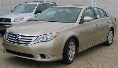 books about how cars work 2011 toyota avalon interior lighting file 2011 toyota avalon 06 16 2010 jpg wikimedia commons