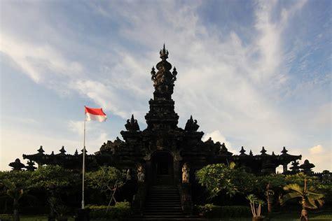 Kain Pantai Khas Bali By Aga Bali monumen bajra sandhi lonceng raksasa simbol pejuangan