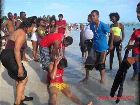 chicas en la playa youtube nonino en la playa de boca chica youtube
