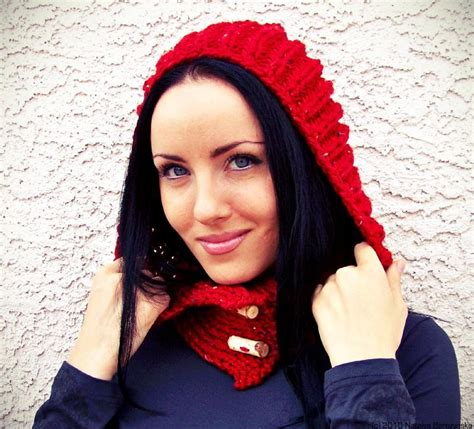 knit hooded scarf find the hooded scarf knitting pattern