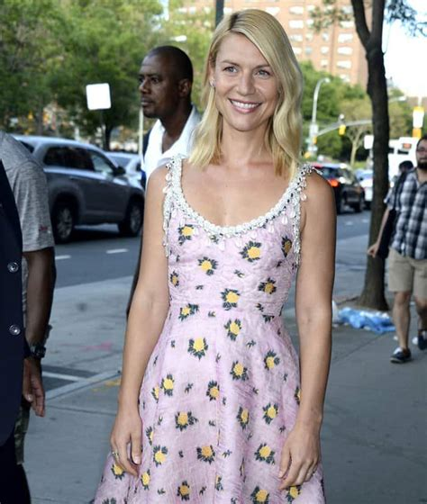 claire danes yellow dress who looks best in decoltish pumps claire danes or daisy