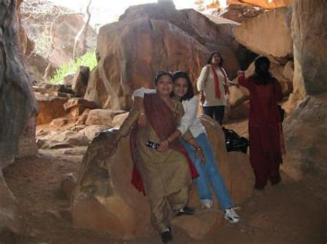 bhimbetka caves  mesolithic rock paintings photo journal