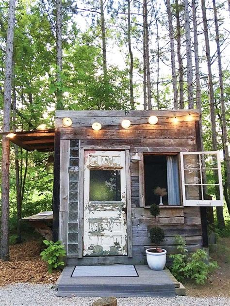 diy cabin best 25 diy cabin ideas on small cabins