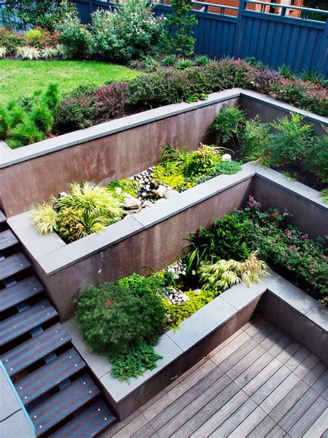 Building A Deck On A Sloped Backyard 84 Ideen F 252 R St 252 Tzmauer Im Garten Bauen Hangsicherung