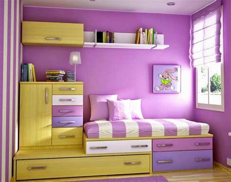 membuat cat warna ungu model kamar tidur anak perempuan desain minimalis