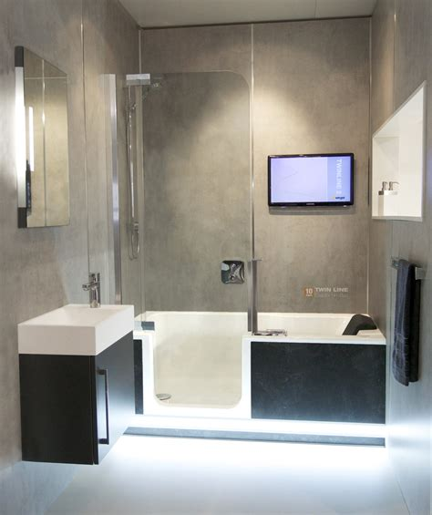 dusche und badewanne kombiniert komplettes bad auf ganz wenig raum mit badewanne und
