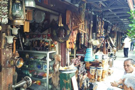 mengintip pasar barang antik dan koper di jalan surabaya money id