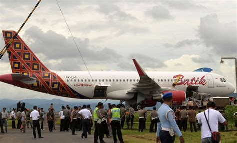 batik air jakarta kupang three batik air passengers arrested over bomb threat