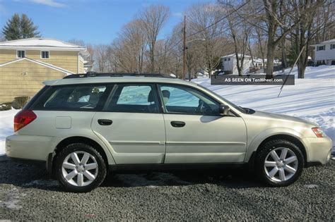 subaru hatchback 2 door 2006 subaru outback 2 5i wagon 4 door 2 5l