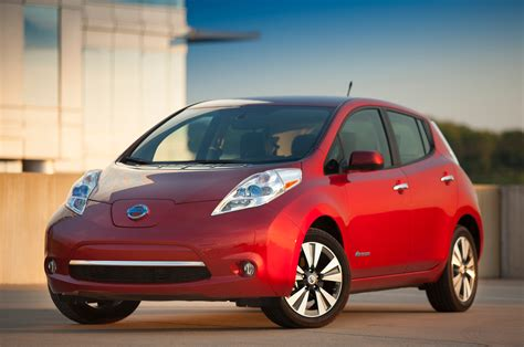 red nissan 2013 nissan leaf red front angle photo 3