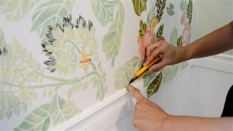 how to hang wallpaper on a ceiling how tos diy how to hang wallpaper video tutorial the diy mommy