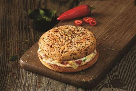 domino pizza ujung berung ada burger berbentuk pizza dari domino uzone