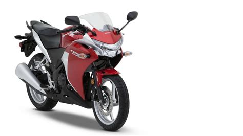 honda cbr latest version comparing honda cbr150r vs honda cbr250r tech specs
