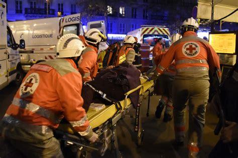 imagenes wasap atentado paris machine guns and explosions kill 120 in attacks across