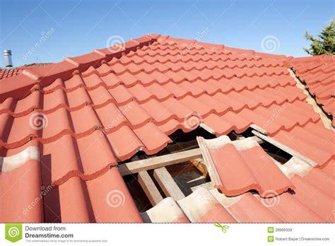 tonfliesen kaufen maison endommag 233 e de construction de toit de tuile