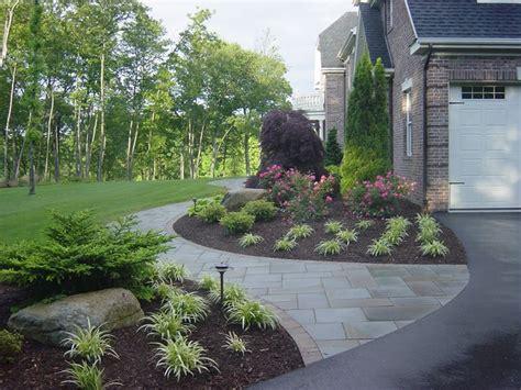 25 best ideas about sidewalk landscaping on pinterest driveway landscaping front walkway