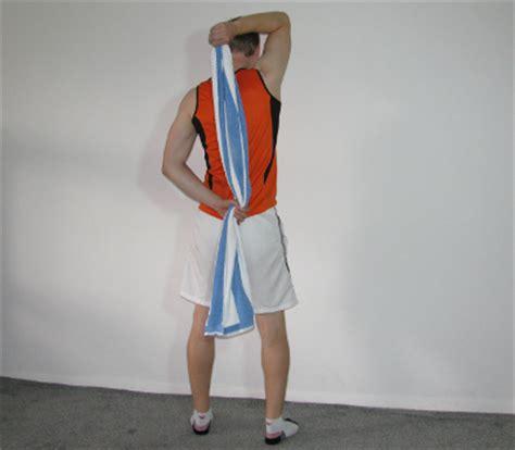 www zuhause de trizeps dehn 252 bung 2 mit handtuch anleitung ausf 252 hrung