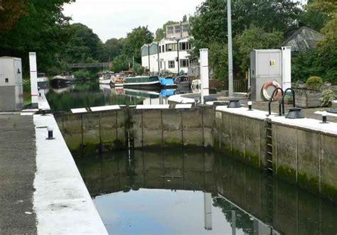 thames lock brentford cruising the london ring