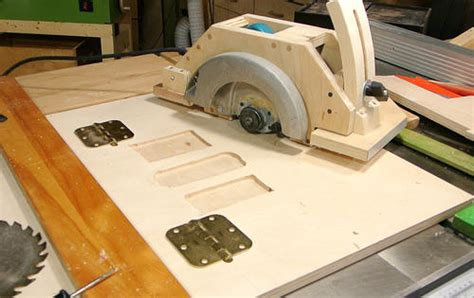 turning a circular saw to table saw de mesa casera hecha a partir de una circular