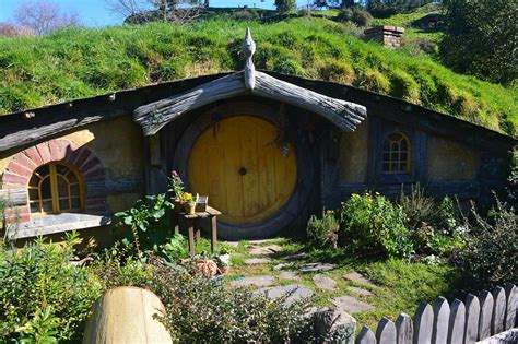 hobbit house new zealand hobbits live in new zealand where to travel today
