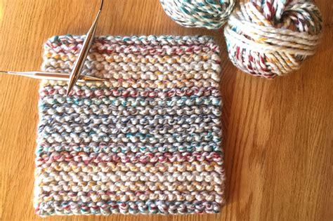 knitting pattern pot holder cherry candy cane potholder easy knitting pattern from liz