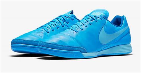 Sepatu Bola Keren 15 sepatu futsal nike paling disukai konsumen diedit