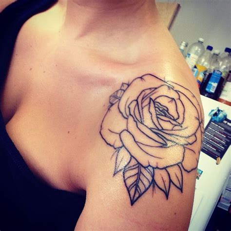 tattoo on shoulder roses rose tattoo fleurs tatouage pinterest