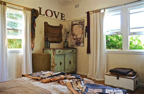 country chic schlafzimmer cozy country meets bohemian abandon in this 1940s rural