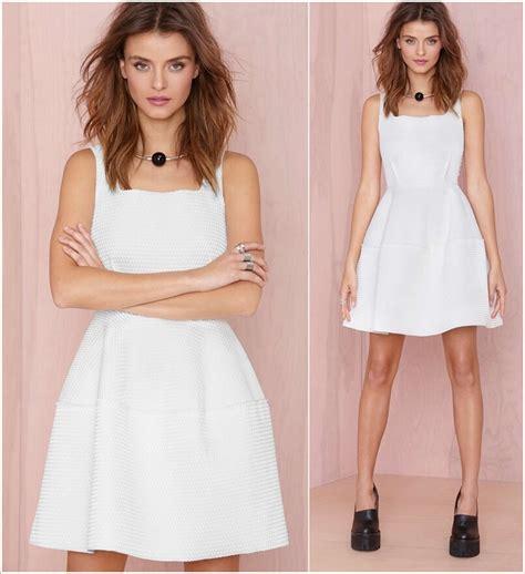 Dress Kotak H foto dress dengan potongan leher kotak ini akan