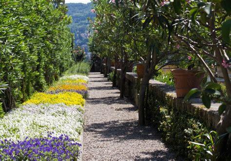 Bordure De Terrasse Fleurie by Bordure Fleurie Et Haies De Lauriers Roses Un Jardin 224 L