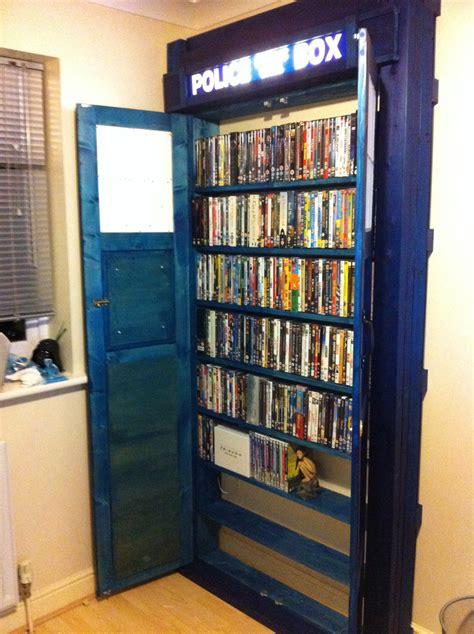 tardis bookshelf    ot