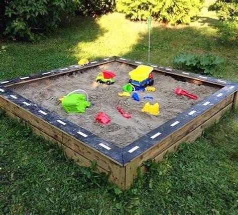 Summer Backyard by 21 No Money Backyard Pallet Diys For Summer