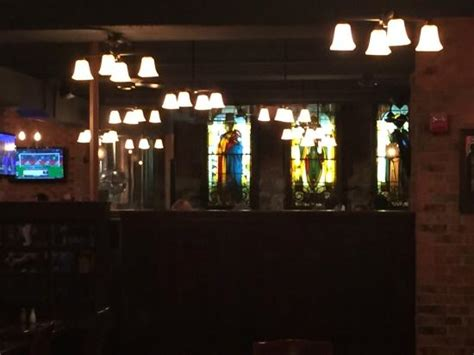 john harvard s brew house stained glass windows picture of john harvard s brew house cambridge tripadvisor