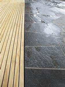 überdachte sitzplätze im garten terrassenuberdachung holz und stein bvrao