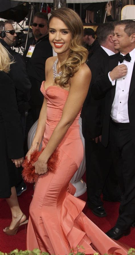 focused on the future jessica alba liked what she saw on thursday as beaut 233 golden globes 2013 focus sur les coiffures des