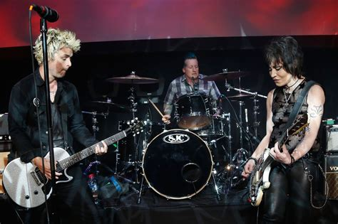 Joan Green joan jett rocked out with green day for special one