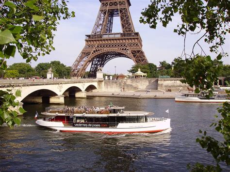 boat trip near eiffel tower a quick guide to paris in 72 hours