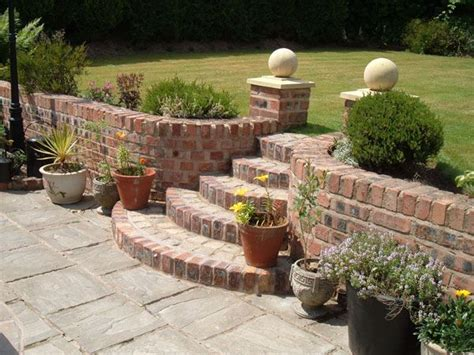 how to build a brick retaining wall garden best 25 retaining wall bricks ideas on diy