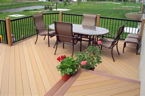 pavimento in legno per giardino pavimenti in legno per giardini mattonelle e decking